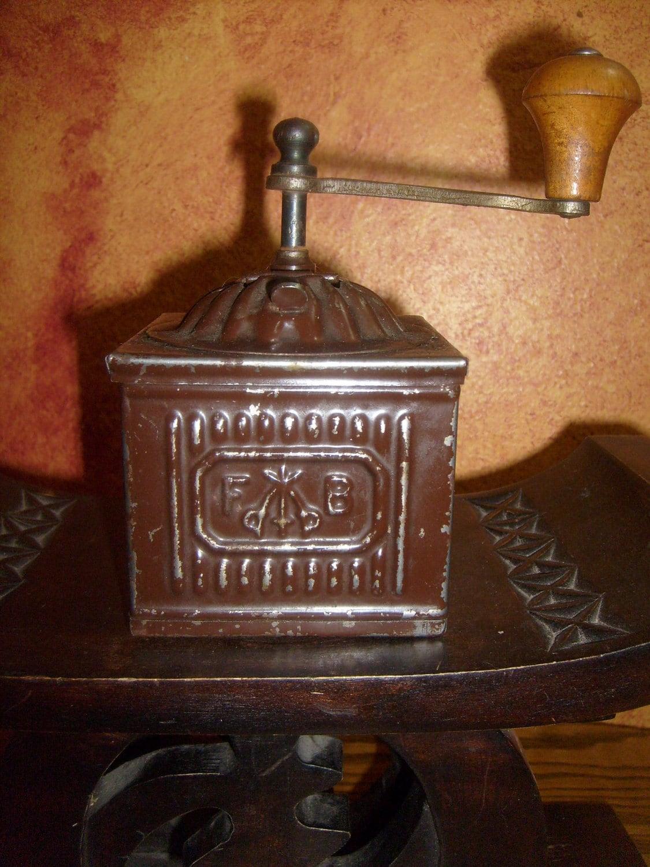 green apple kitchen decor sliding cabinet doors antique italian f& b tre spade metal coffee grinder
