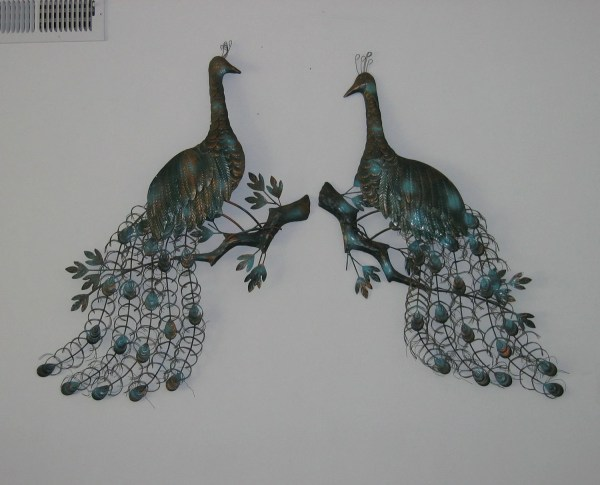 Hold Pmk5256. Peacock Metal Wall Sculpture Art Pair