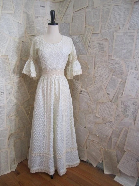 Vintage Off White Lace Mexican Wedding Dress by SassySisterVintage