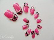 pink leopard and chain 3d nail
