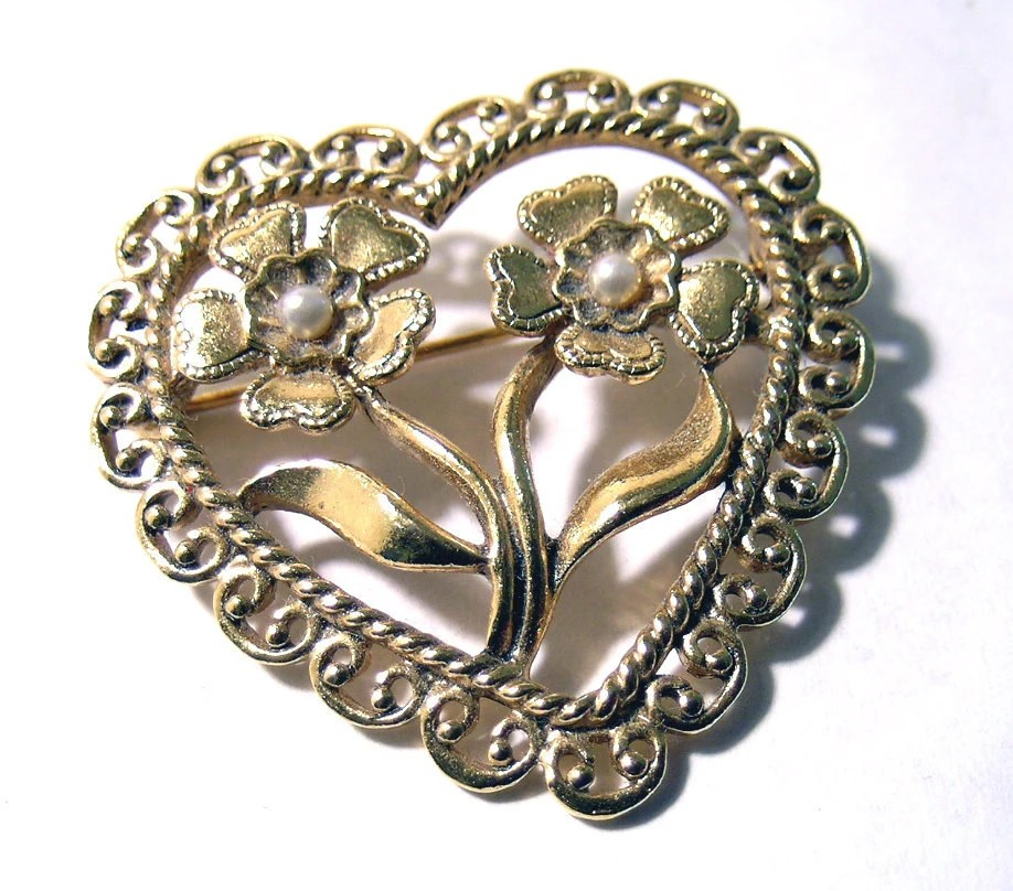 Heart Brooch Gold Tone Faux Pearl Brooch Gold Tone Lovely - oneredhen