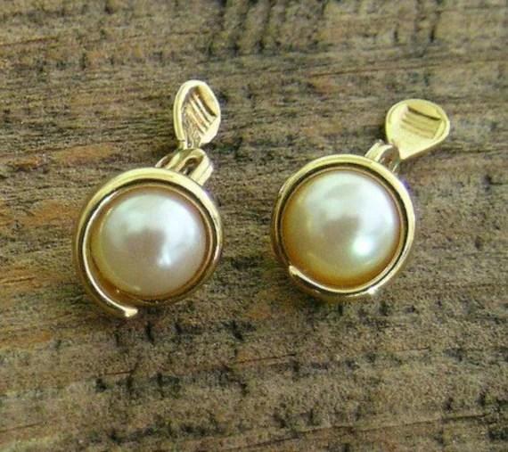 Faux pearl earrings gold tone clip earrings Monet by oneredhen