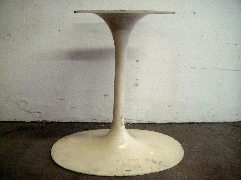 Knoll Saarinen Oval Tulip Dining Table Base