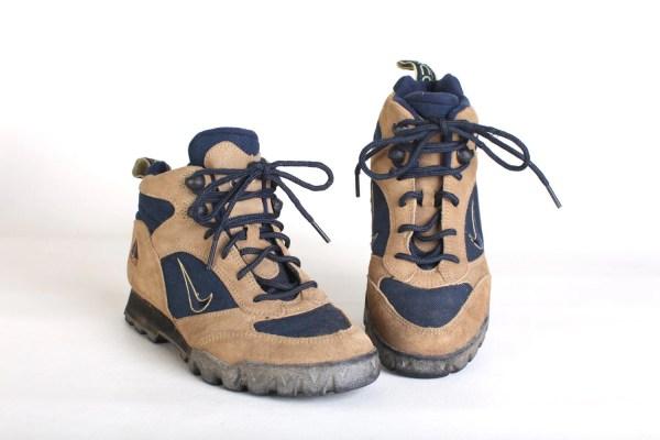 Size 7 Women' Nike Hiking Boots 90s Trail Hightop