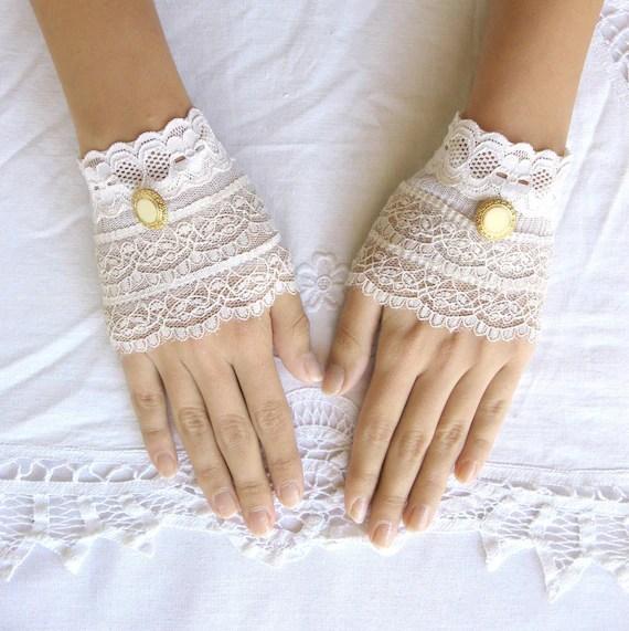 Delicate lace  gloves cream lace cuffs