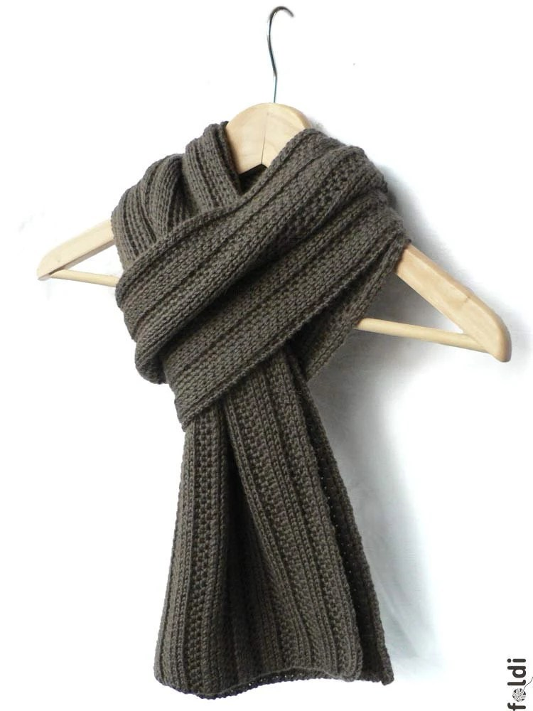 Knitted truffle brown camel scarf