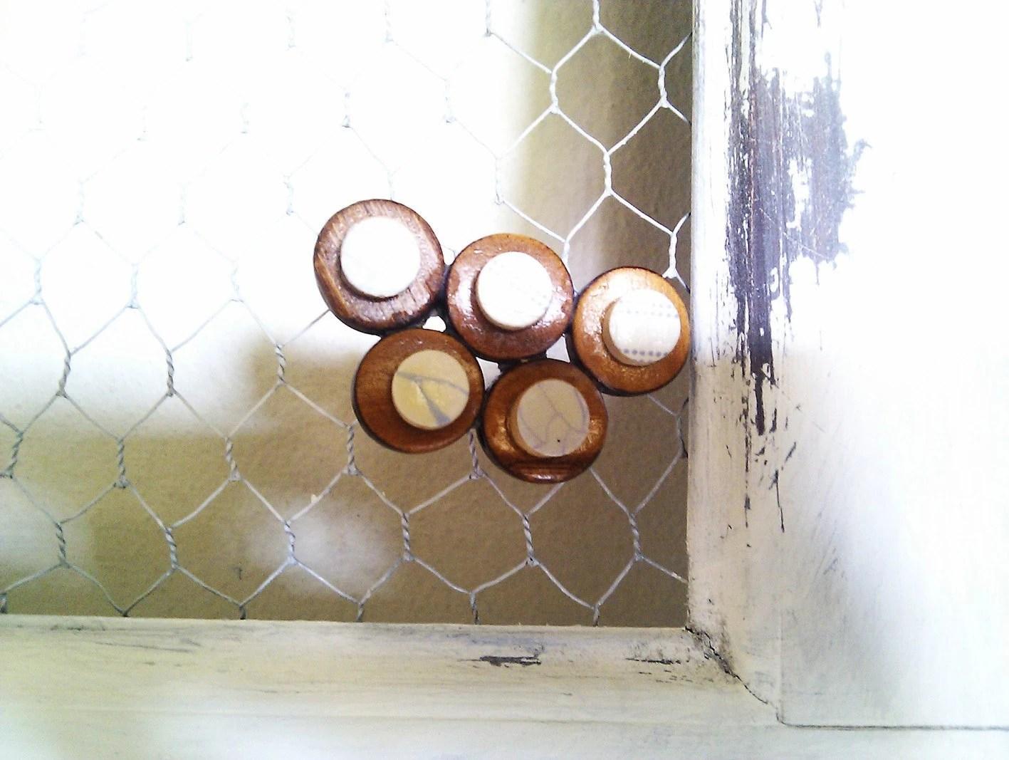 wooden brooch - Ayliss