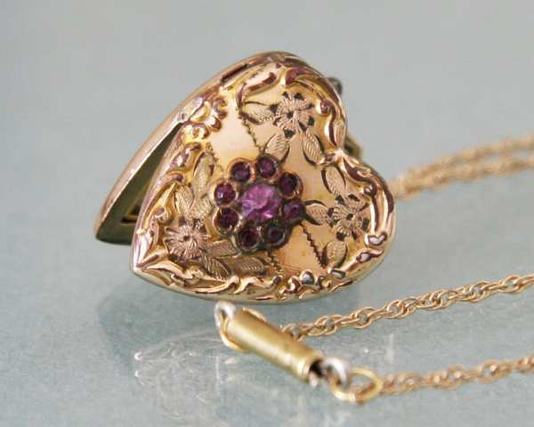 Antique Gold Heart Locket Amethyst Flower Cluster 1940s