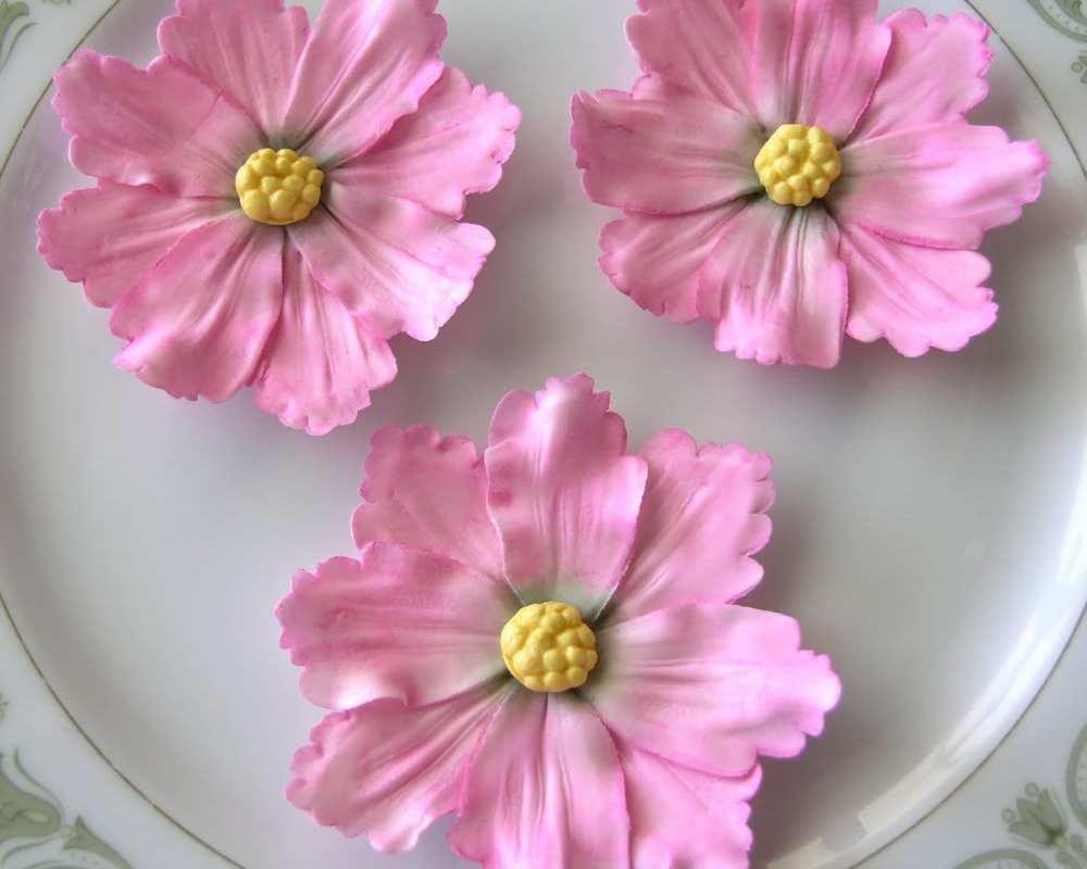 PINK COSMOS WILDFLOWERS / Gum Paste Flowers / Edible Cake