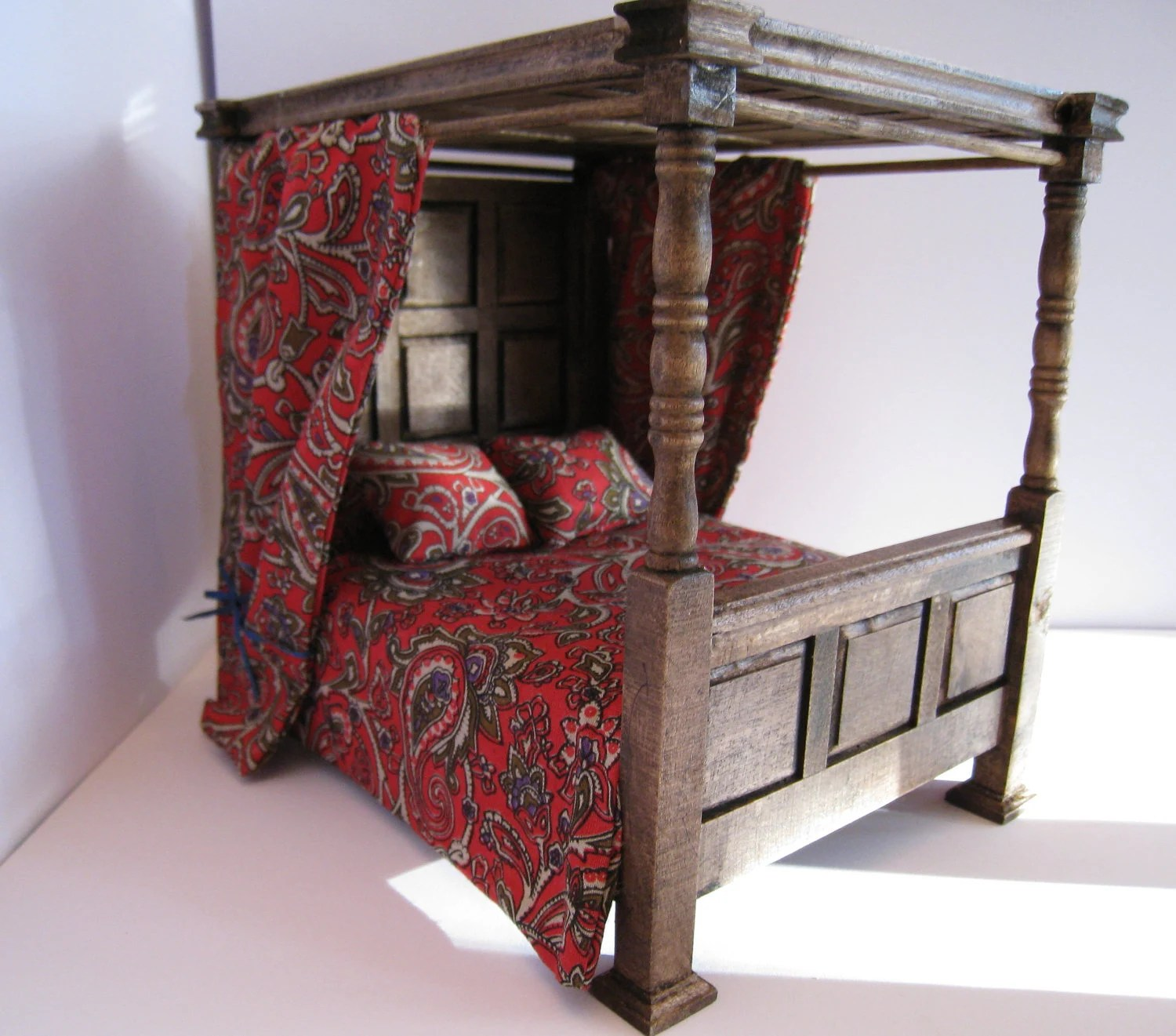 Dollhouse Tudor Canopy bedDouble bed red bedspread