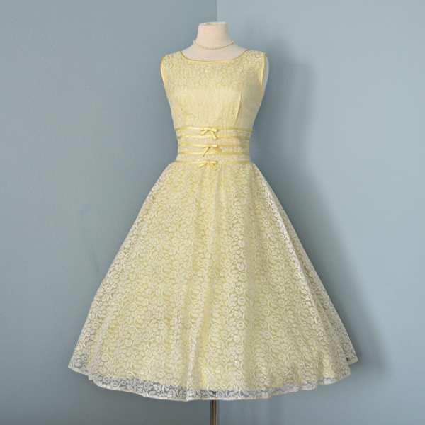 Vintage 1950' Wedding Dress.beautiful Pale Yellow Lace