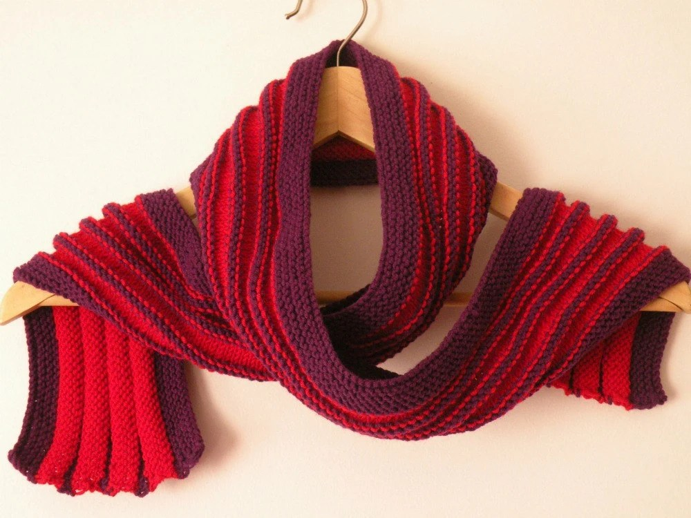 Hand Knit Scarf - Ridged Scarf in Red and Purple - ArzuMusaKnitting