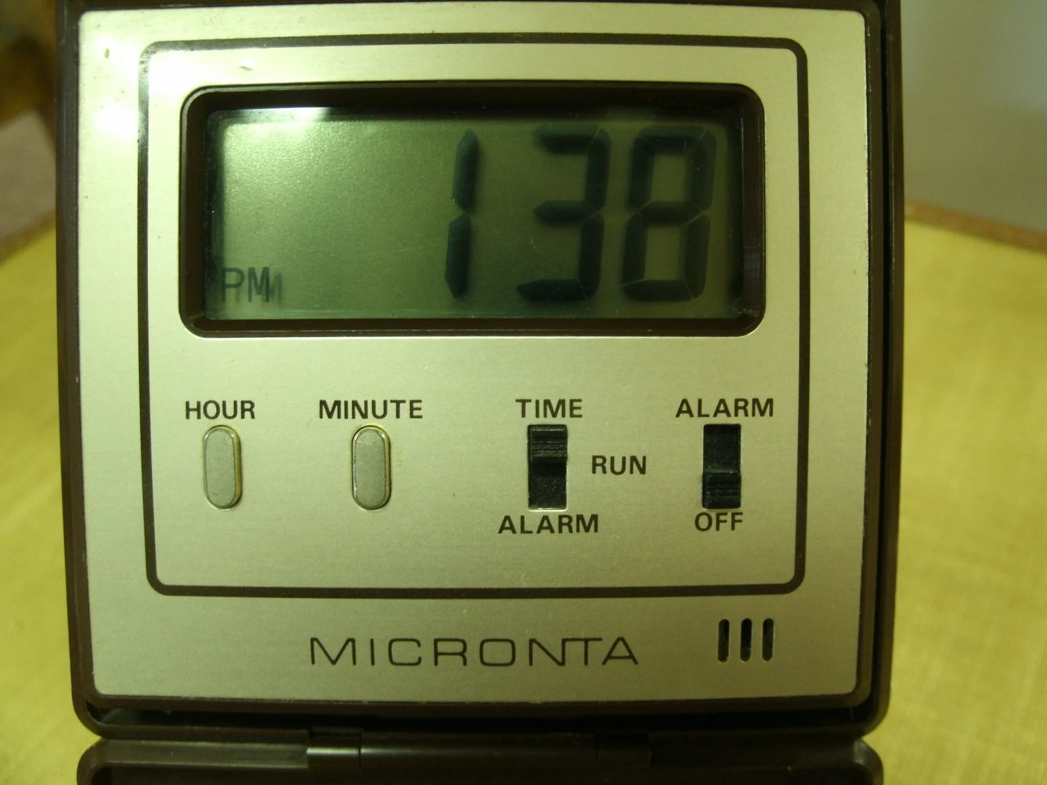 hight resolution of lcd folding travel alarm clock by micronta