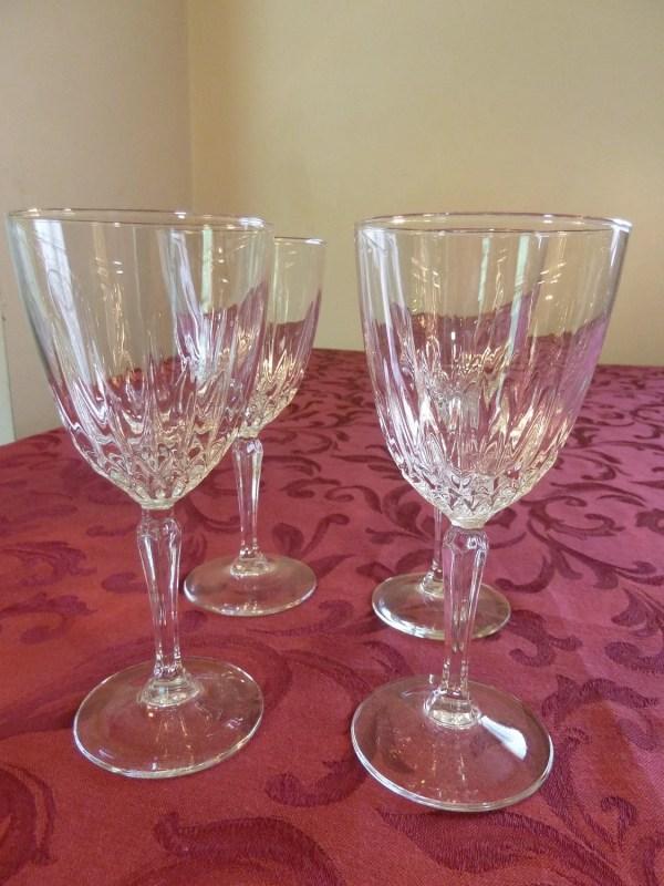 Set Of 4 Luminarc Diamant Wine Glasses