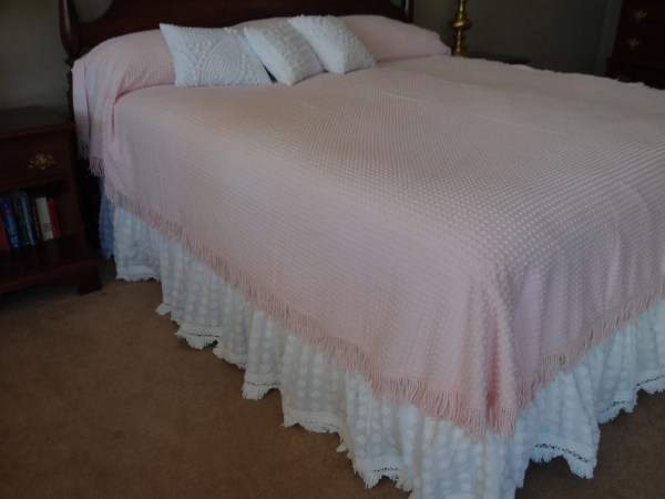 Vintage Chenille White Bed-skirt Full size with 15