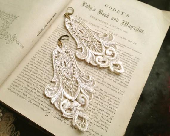 lace earrings -LONGORIA- vintage pearl white