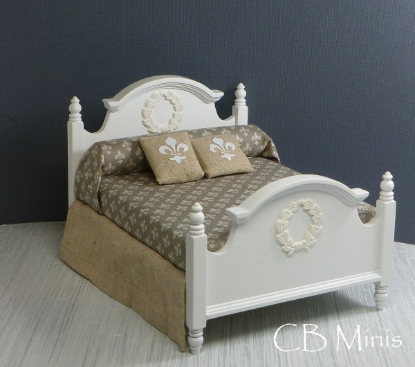 1 12 Bed With Fleur-de-lis Bedding And Wreath Applique