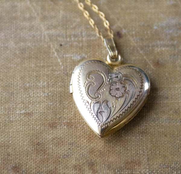 Vintage Heart Locket . 1930s 1940s Gold Filled Sterling
