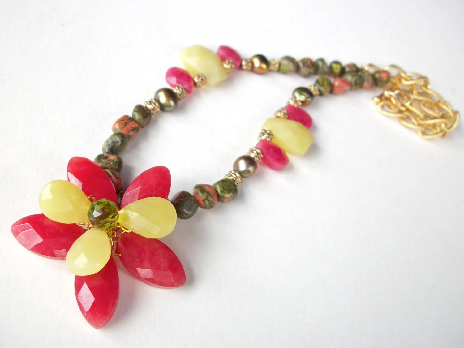 Christmas flower necklace wire wrapped with green and red gemstone beads