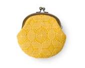 Honey Yellow Retro Flower Lace Metal Frame Purse - humoresque