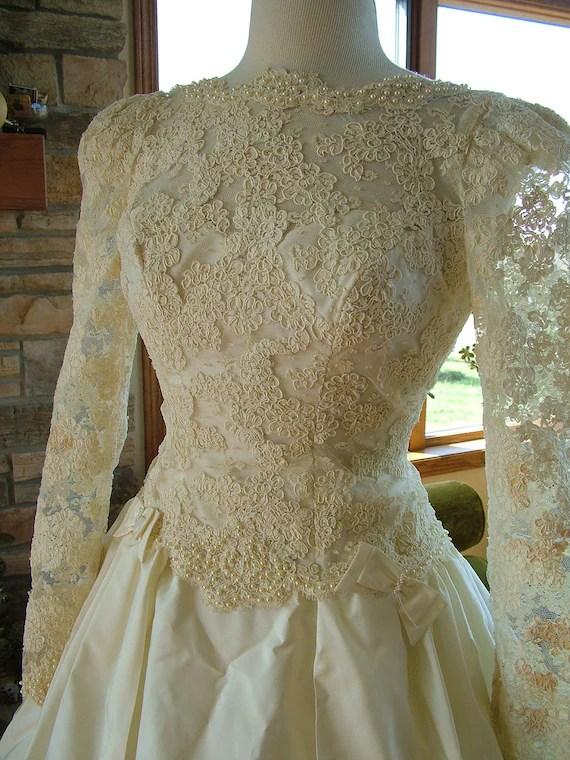 Wedding dress 1980s vintage alencon lace classic bridal gown