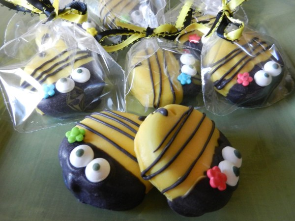 Bumble Bee Chocolate Dipped Oreo Cookie Ladybugzandlace