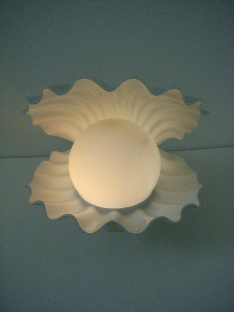 Vintage White Clam Shell Lamp Kitschy Atomic Oyster with Pearl