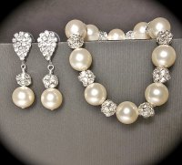 Chunky pearl bracelet and earring set by QueenMeJewelryLLC