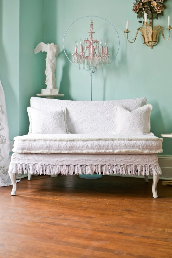 Shabby Chic Loveseat Settee White Slipcover Matelasse