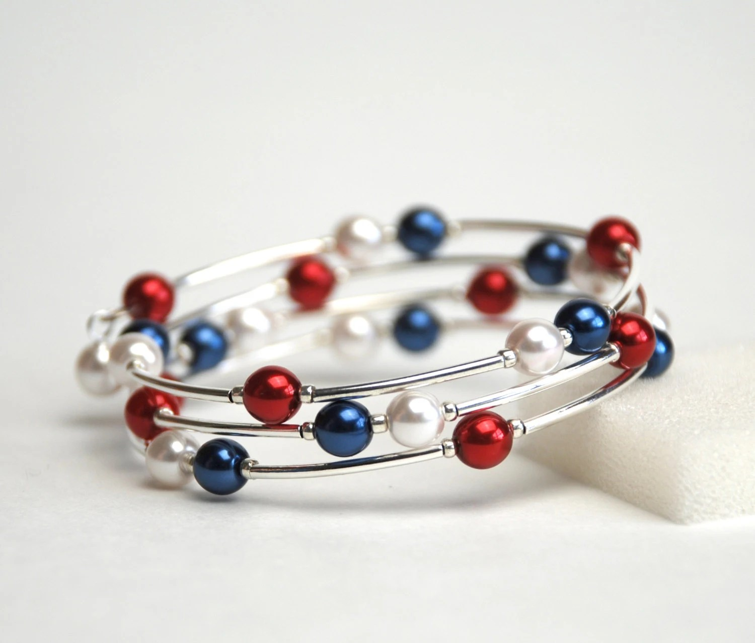 Red White and Blue Memory Wire Bracelet - Navy Blue White and Red Pearl Bracelet - Handmade Jewelry - lilicharms