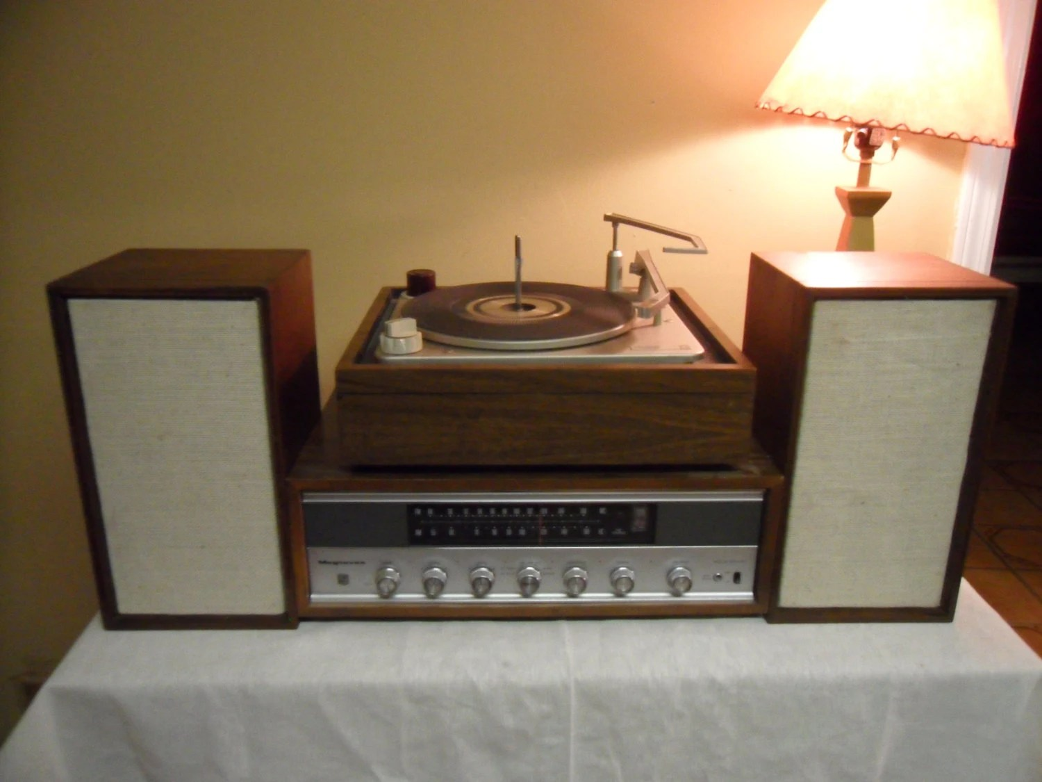 Gorgeous1970s Magnavox Stereo System Receiver Turntable