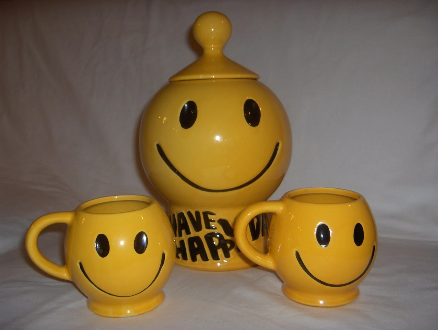 70s Mccoy Smiley Face Cookie Jar With Two Matching Mugs For
