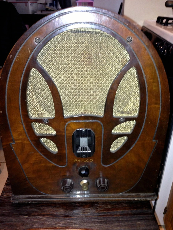1930s Philco wood cathedral radio Model 89 19 Series