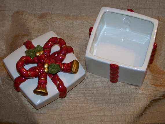 Vintage Fitz And Floyd Ceramic Christmas Gift Box Vintage