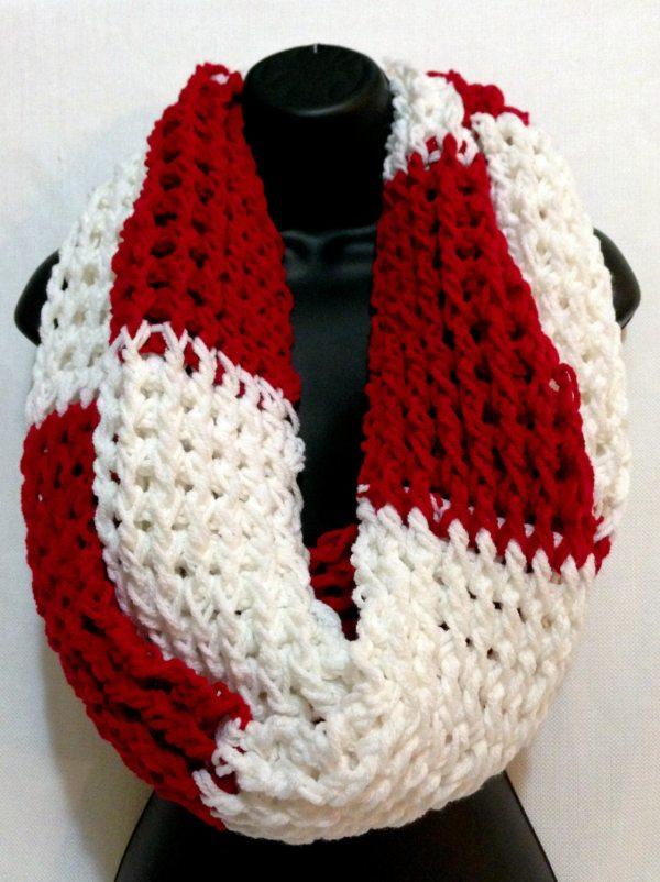Valentine' Infinity Crochet Scarf. Unisex Chunky