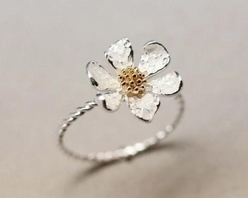 Danity White daisy flower ring - zizibejewelry