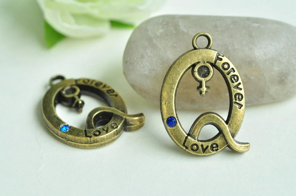 6pcs Antique Bronze Q Letter Charms Forever Love Male And