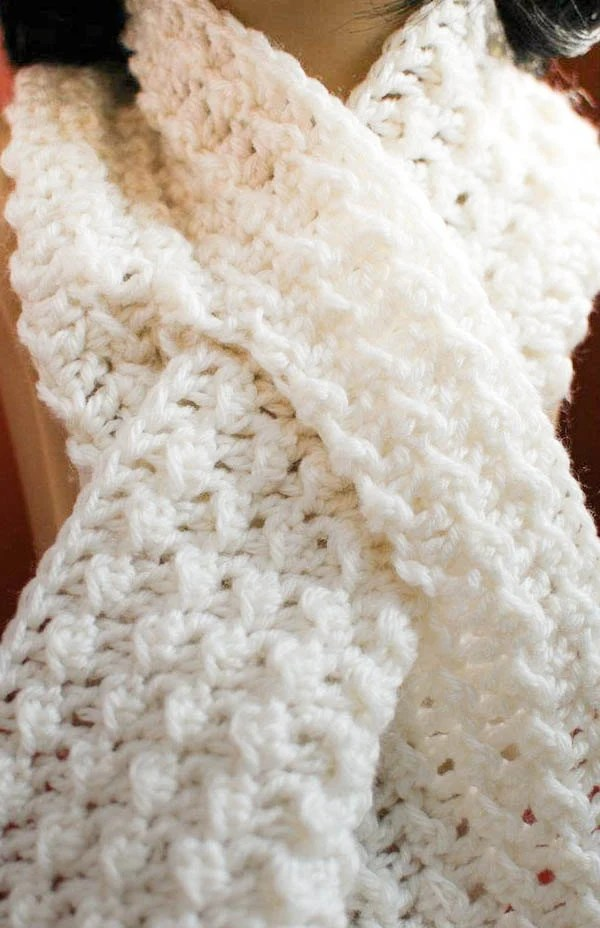 Key Hole Knitted Scarf Pattern
