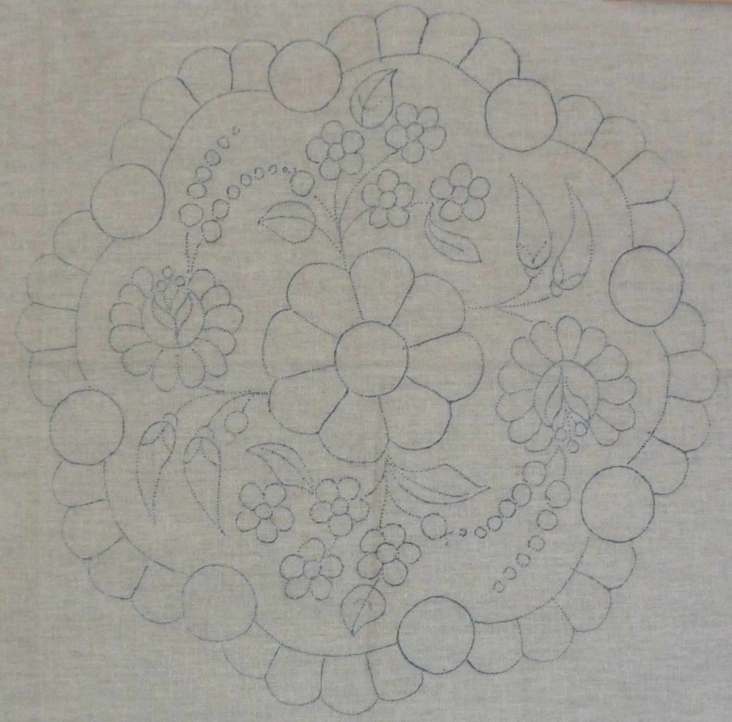 Hungarian stamped embroidery pattern: Kalocsa style doily for