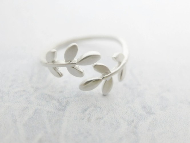 Silver Laurel Ring Silver ring Leaf ring Silver branch ring Cute ring Christmas Gift mom Birthday Gift best friend Birthday Gift sister