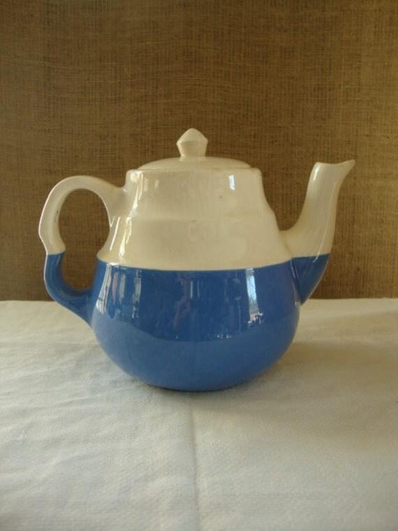 Universal Ohio Pottery Co. late 1930s teapot