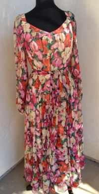 Vintage chiffon floral dreamy dress mid calf length fitted