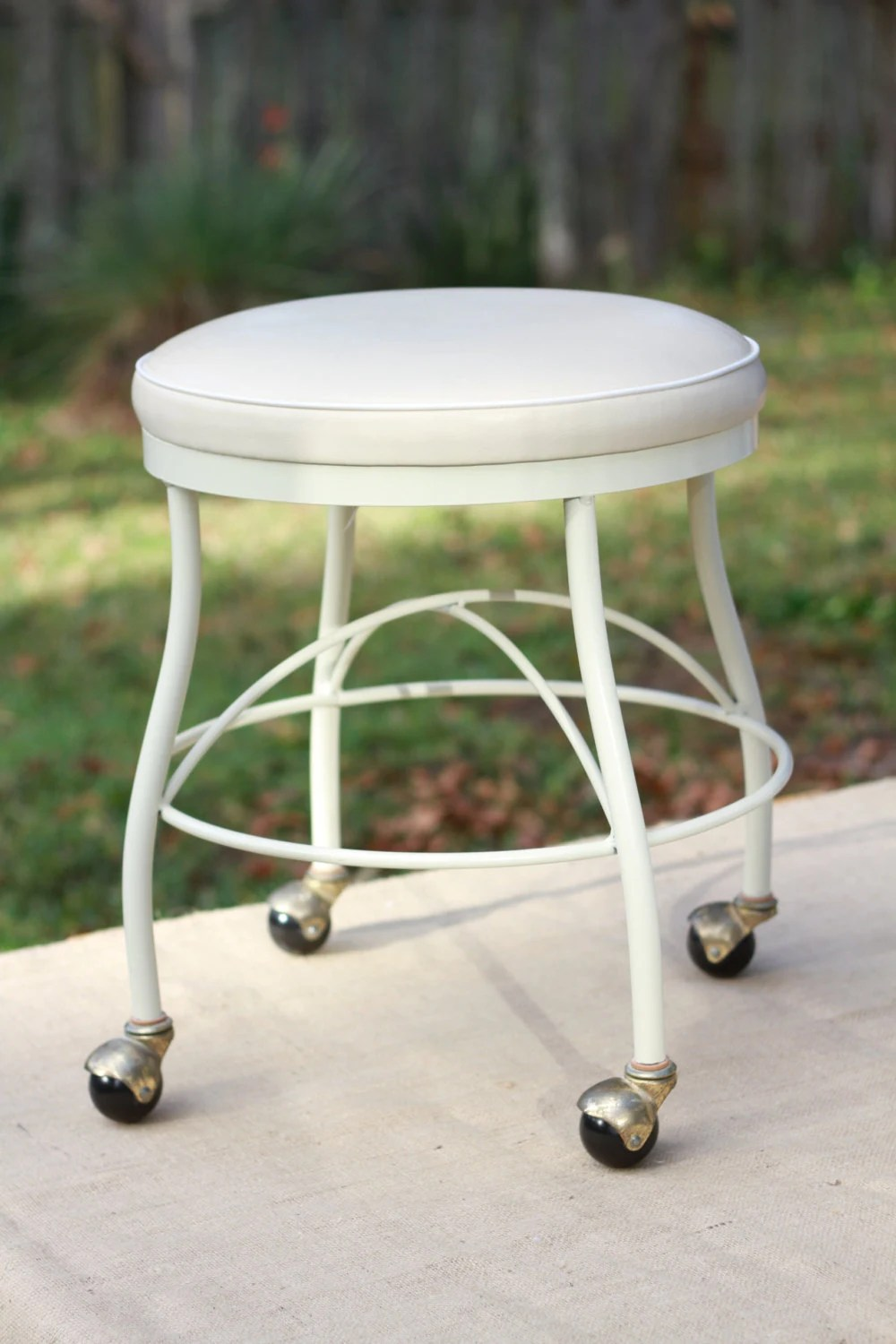 Vinyl vanity stool with rollng casters haute juice - Bathroom vanity chair with casters ...