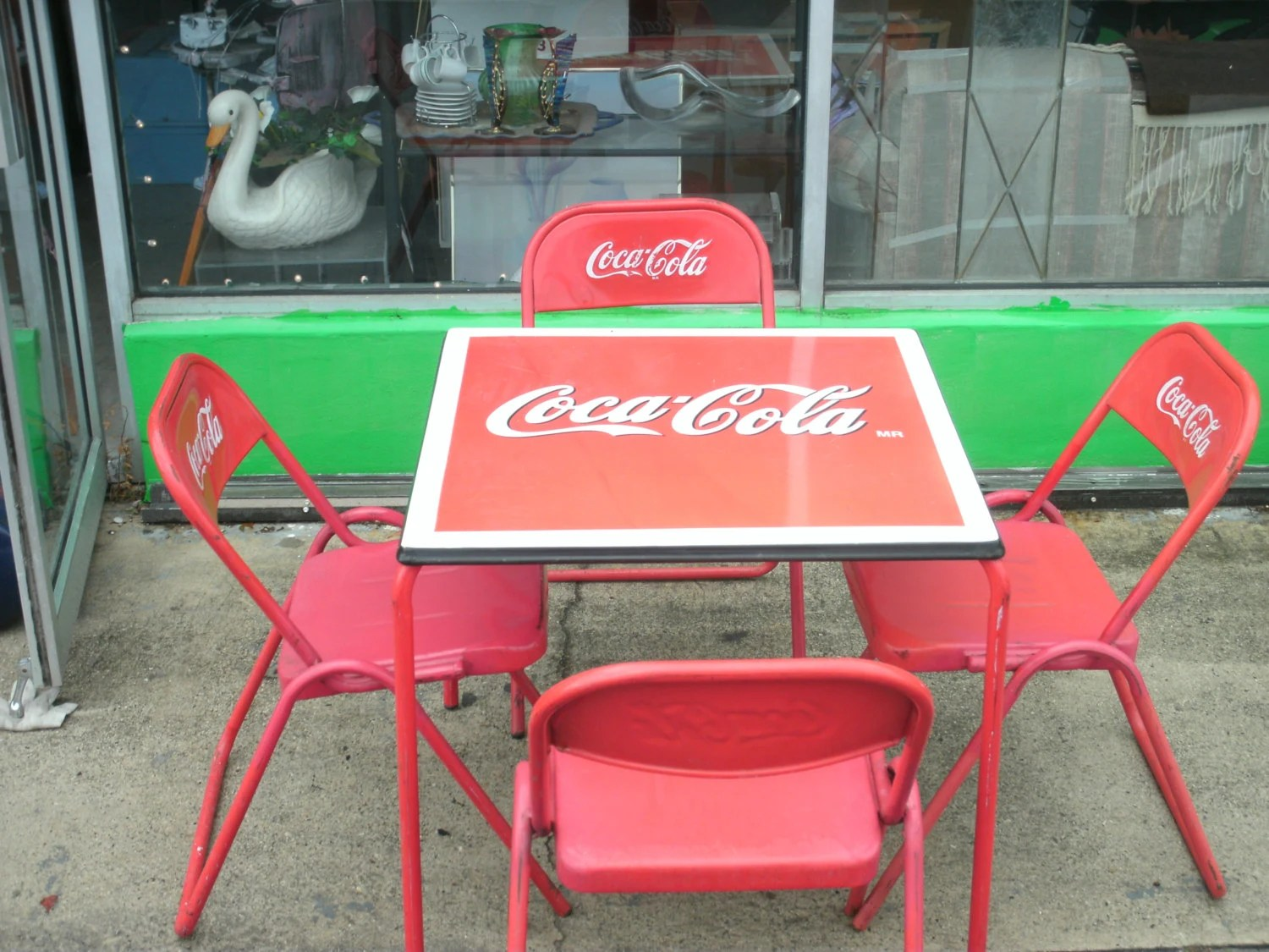 Coca Cola Table And Chairs Antique 1950s Coca Cola Porcelain Top Table And Four Metal
