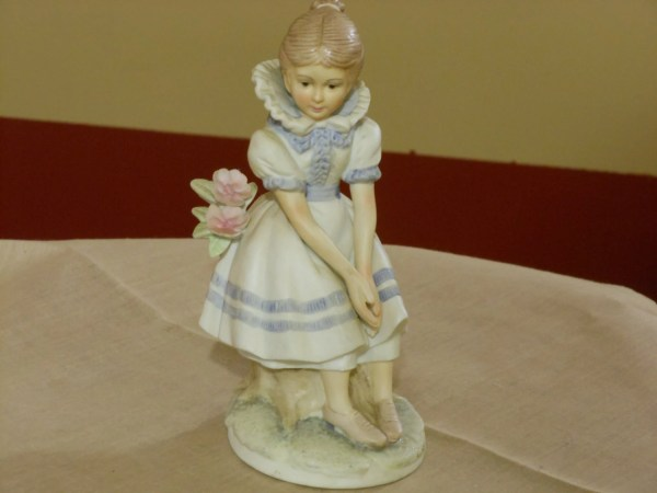 Lefton China Figurine Young Girl Sitting Kw 225