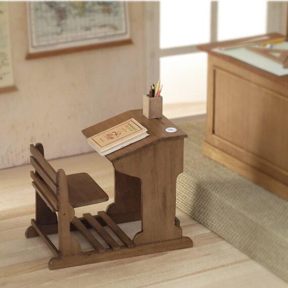 Pupitre de madera en miniatura escala 112 Realizacin