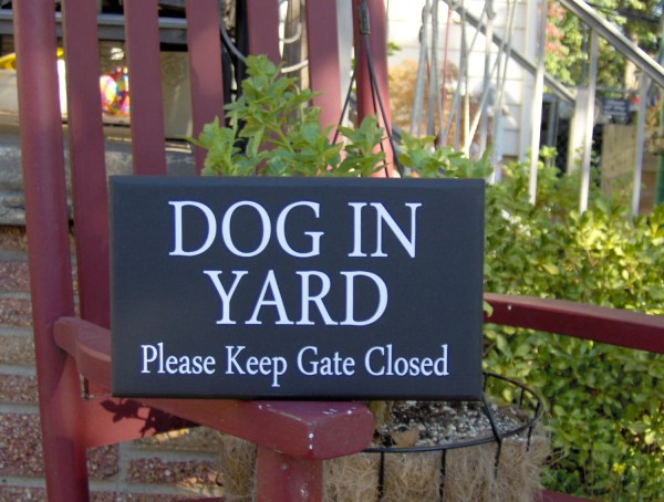 Style Dog In Yard Gate Closed Wood Vinyl Sign