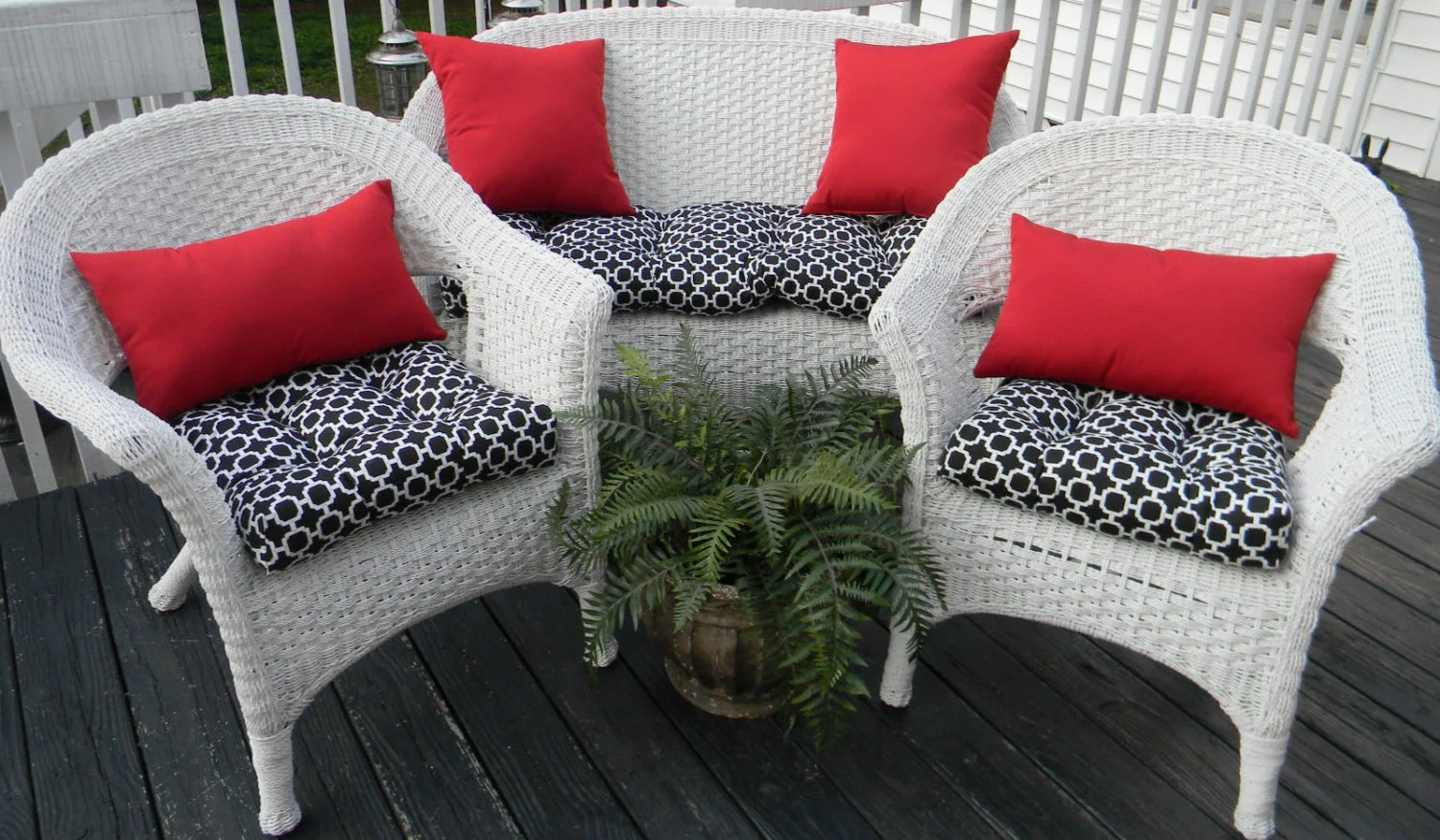 Outdoor Wicker Cushion And Pillow 7 Pc. Set Black & White