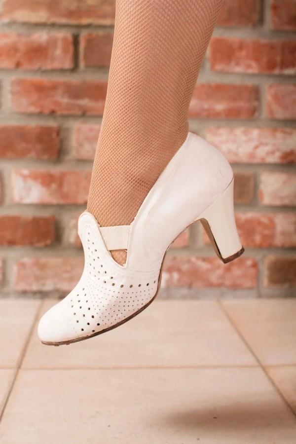 Vintage 1930s Shoes White Leather Perforated Heels Fabgabs