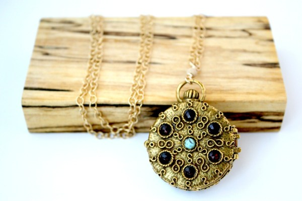 Vintage Pill Box Necklace 14 Karat Gold Dorothyjames